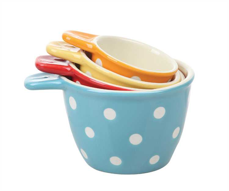 poka dot measuring cups